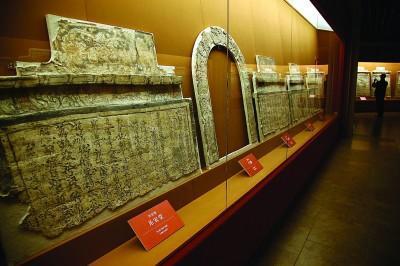 """图片说明:""""山西博物院藏古代壁画艺术展""""在沪大热。青年报资料图 记者 吴恺 摄"""