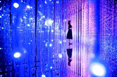 《水晶宇宙》 互动灯光装置 2015年