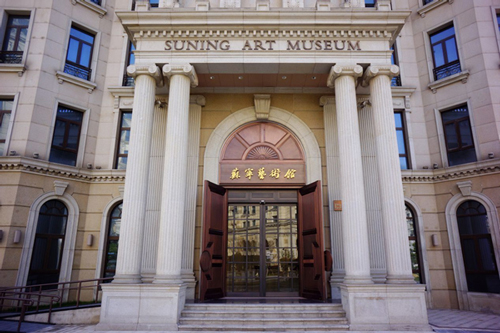 苏宁艺术馆的建筑外观为古典欧式建筑,地上5层,地下1层,建筑面积超过