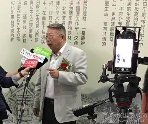 原泰州市政协副主席、南社书画院执行副院长 姚社成  出席开幕式 接受媒体采访