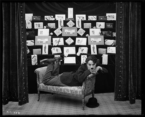 """卓别林扮演""""流浪汉"""",约1916年 © Roy Export Co. Ltd/洛桑爱丽舍博物馆惠允"""