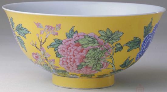 故宫博物院藏康熙珐琅彩牡丹纹碗