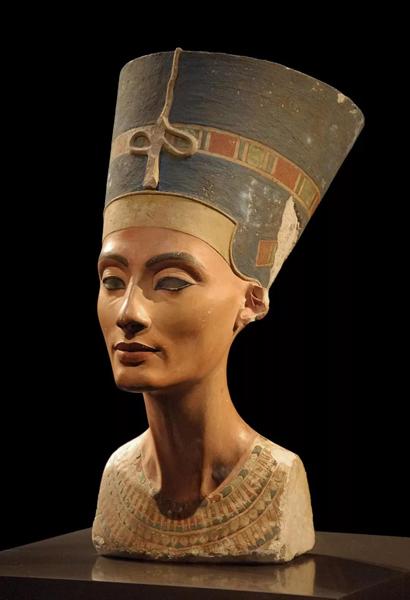 古埃及王后纳菲尔提蒂胸像,制作于公元前1345年