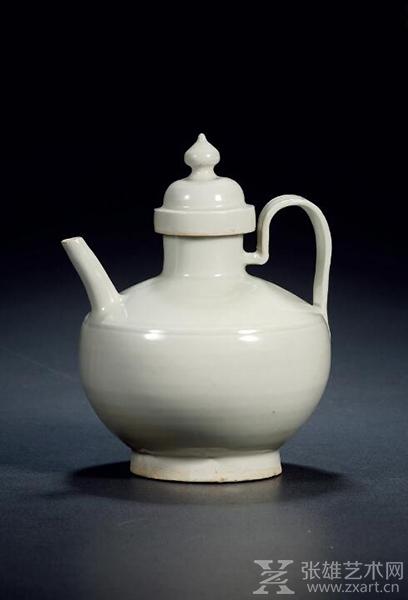 北宋•定窑白釉执壶 高:20cm通径:16cm 估价RMB: 800,000-1,200,000
