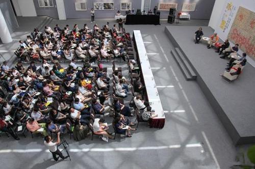 """当天,主办方举办的""""水+墨:公共文化与美术馆创新""""论坛场景。"""