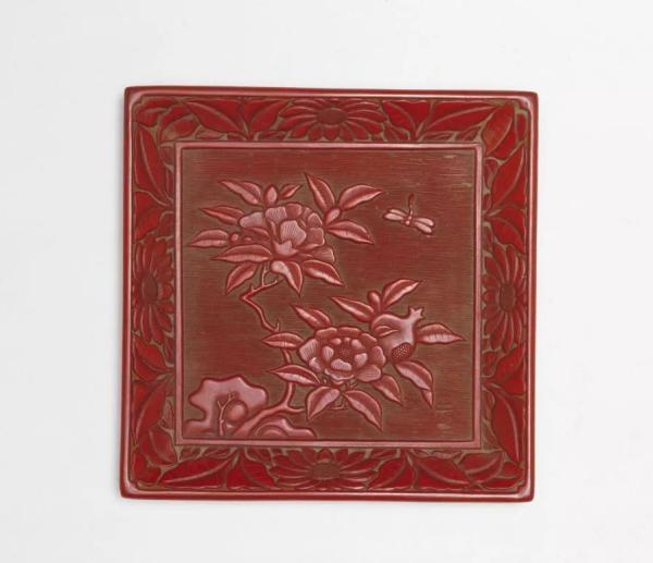 明 剔红石榴蜻蜓方盘 故宫博物院