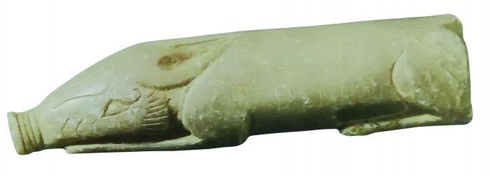 图2青玉、质近滑石的玉猪