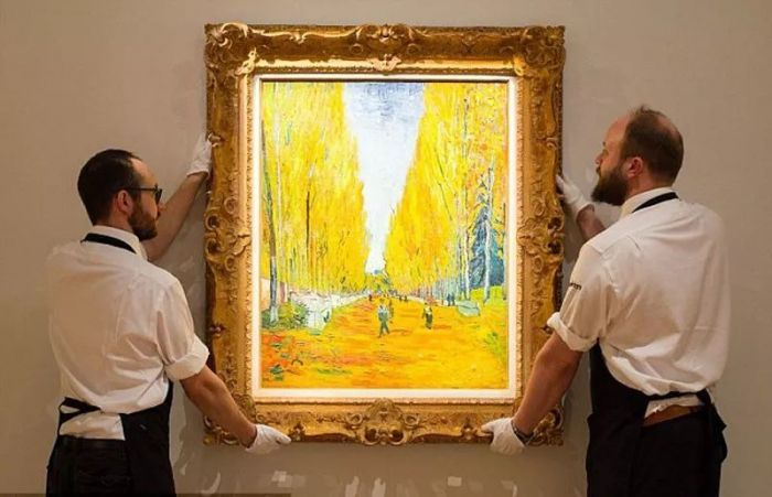 拍卖巨头大变天 艺术品市场逐渐升温